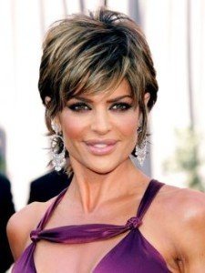 Lisa-Rinna-pixie-haircut